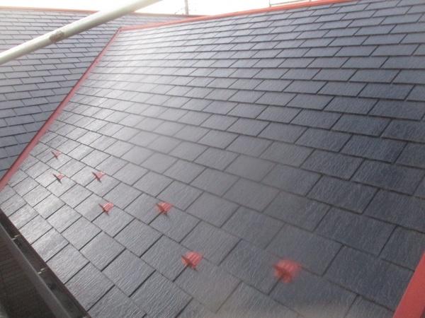 スレート屋根の下塗りが終了しました