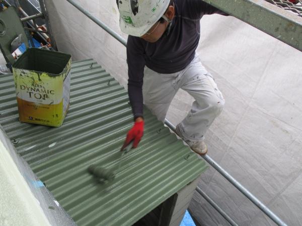 スレート屋根塗装中です
