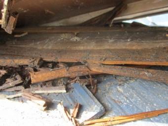 貫板の破損箇所です