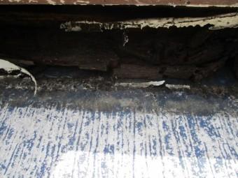 水切りの破損した貫板です