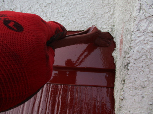 外壁との取り合いの上塗りだめ込み中です