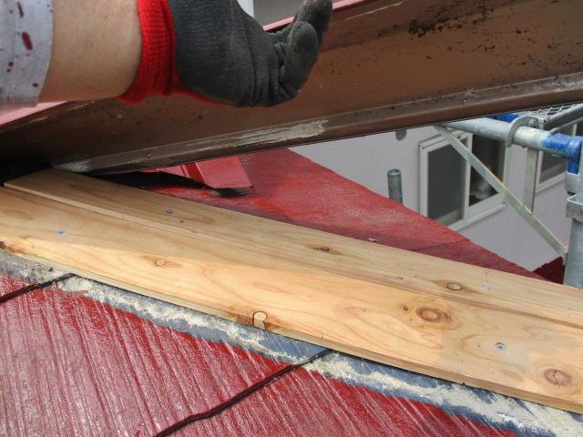 棟板金の貫板取り付けが終了しました