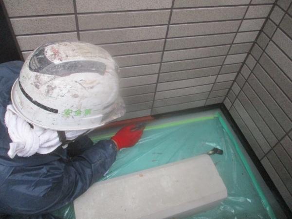 土台水切りの中塗り中です