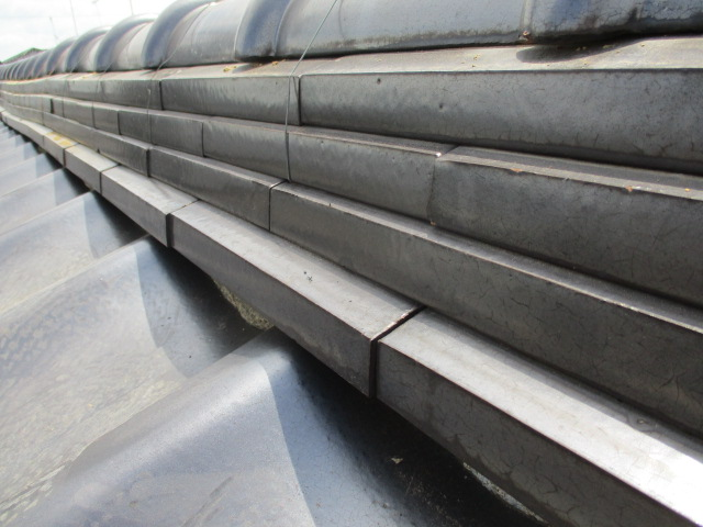 宇都宮市の天窓撤去工事で熨斗瓦と丸瓦を積みました。
