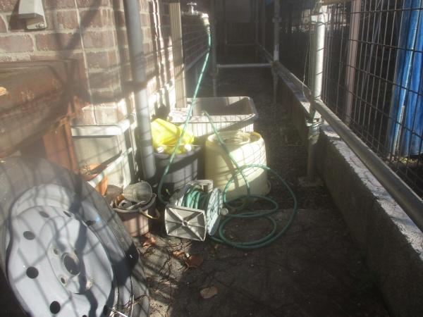 宇都宮市で窯業系幕板に下塗りの錆止めを塗装しました。
