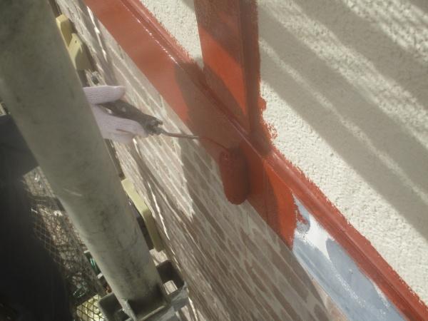幕板の下塗りローラー塗装中です