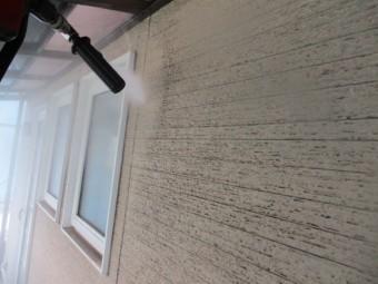 窓枠周り洗浄中です