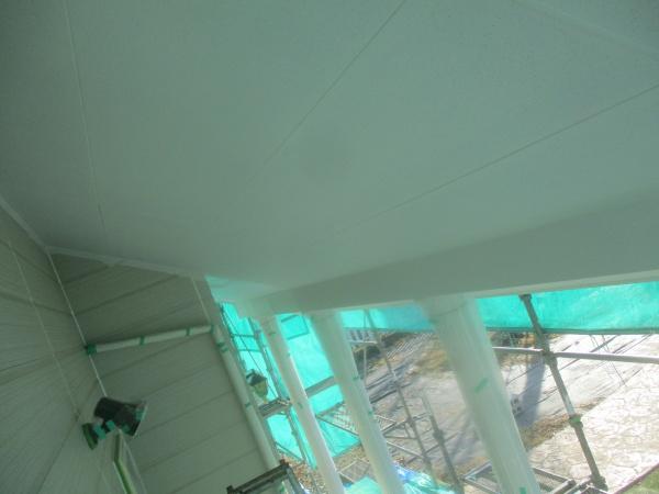 1回目塗装終了時の軒天の状態です