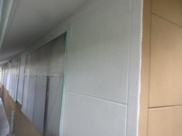 北面の下塗りが終了しました