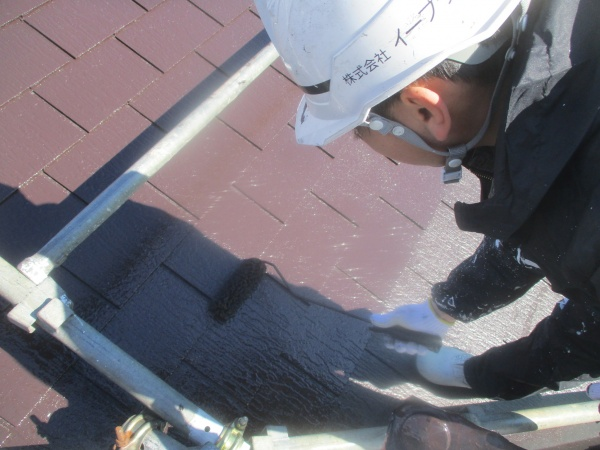 大屋根の上塗り中です