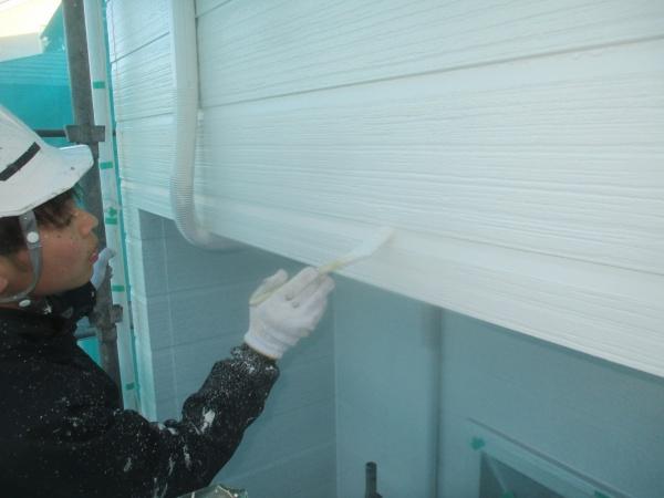 外壁面の中塗り中です