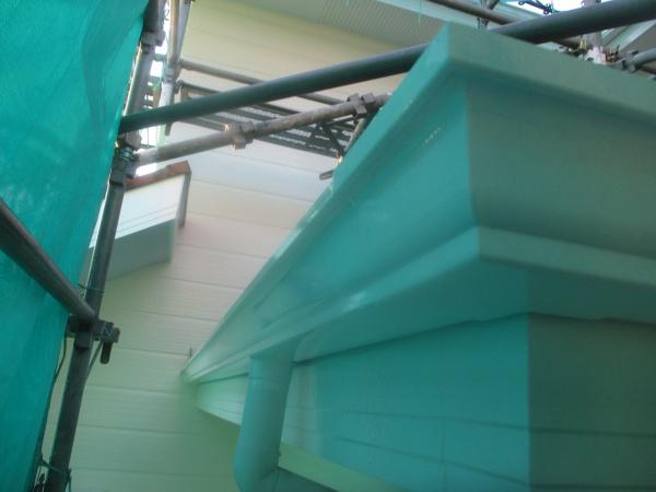 軒樋と破風板の中塗りが終了しました