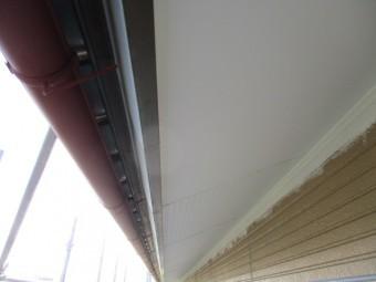 軒天塗装の仕上げが終了しました