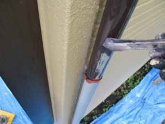 縦樋の中塗り塗装中です