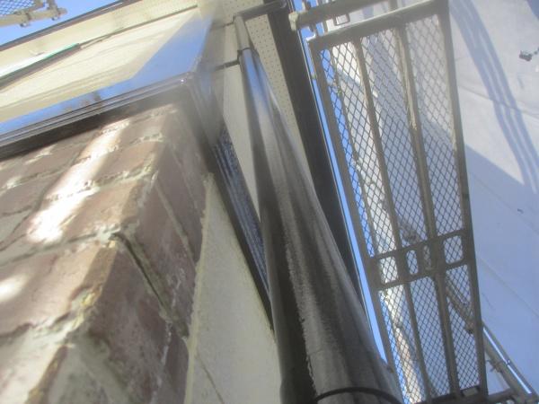 竪樋の上塗りが終了しました