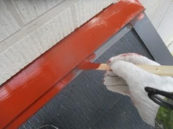 1階屋根の板金錆止め塗装中です