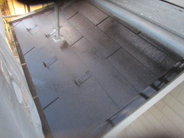 スレート屋根の中塗り終了です