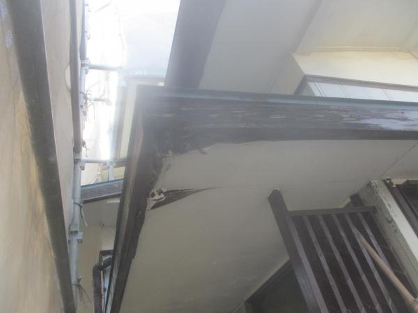 補修前の破風板の状態です