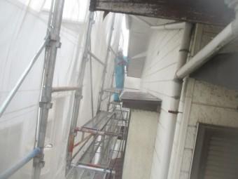 2階の外壁の高圧洗浄中です