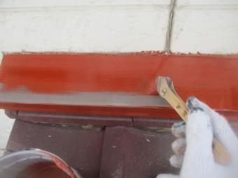 壁水切りのさび止め塗装中です