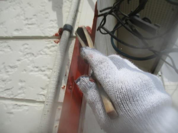 出隅キャップのさび止め塗装中です