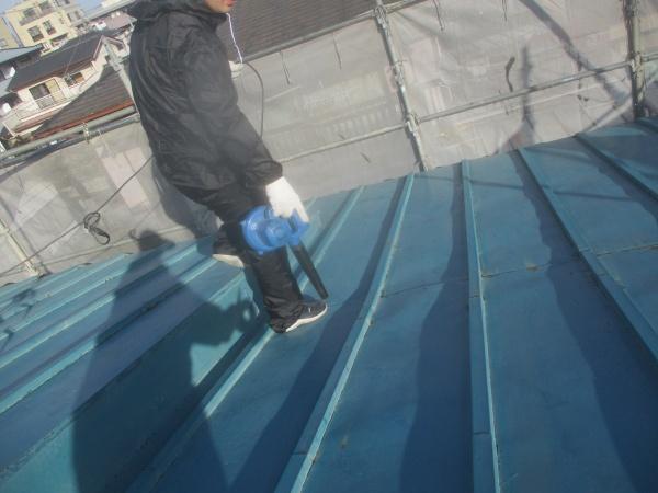 屋根の清掃中です