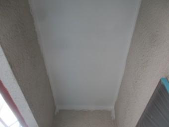 ベランダ下の軒天塗装が終了しました