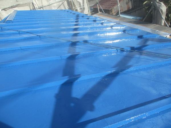 大屋根の上塗りが終了しました