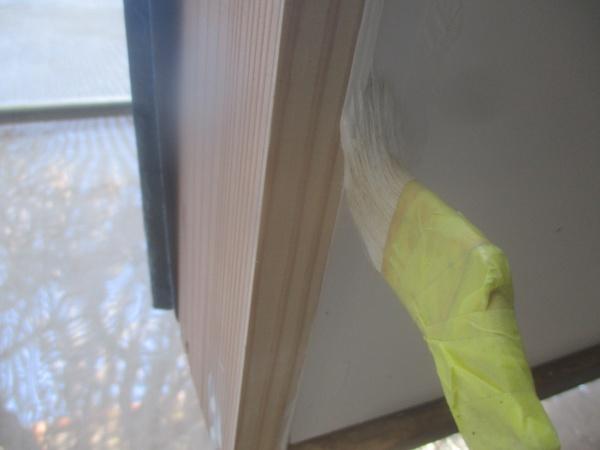 軒天と破風板の下塗り中です