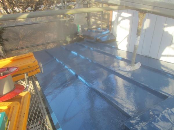 下屋根の上塗り終了です