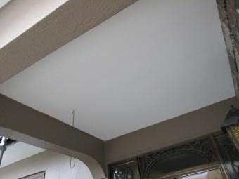 軒天を塗装しました