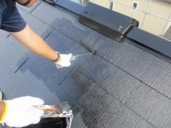 コロニアル屋根の中塗りです