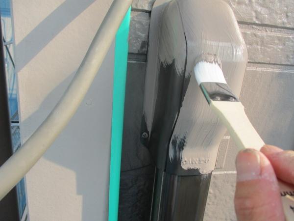 エアコンのホースカバーの塗装中です
