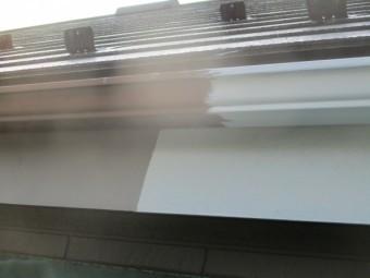 軒樋と鼻隠しの塗装中です