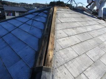 棟板金と貫き板を撤去中で