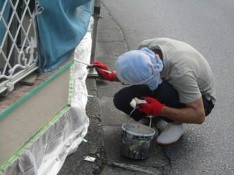 門塀のだめ込み塗装中です