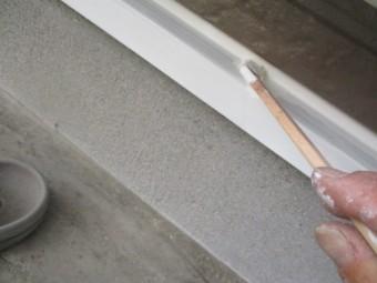 水切りの仕上げ塗り中です