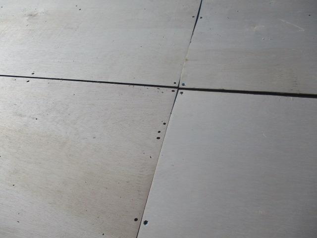 野地板の左右を固定しました