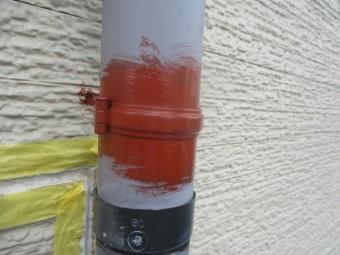 縦樋金具をさび止め塗装しました