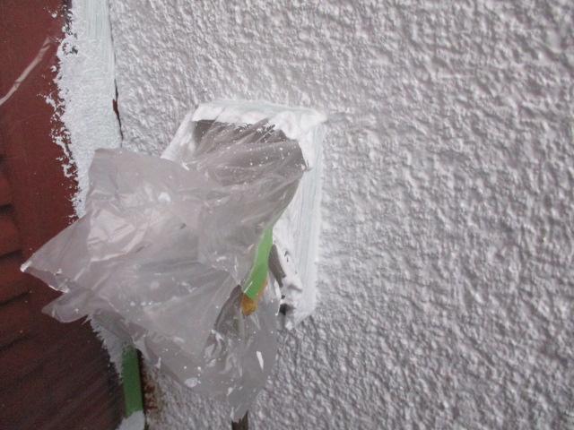 室外コンセントの塗装後の状態です