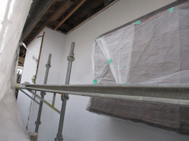 1階東面の下塗りが終了しました