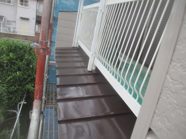 瓦棒板金屋根の中塗りが終了しました