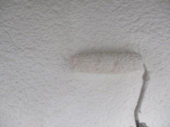 1階の北面の上塗り塗装中です