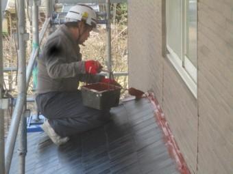 壁水切りの下塗り中です