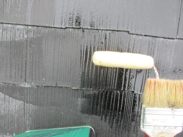 プライマーのローラー塗装中です