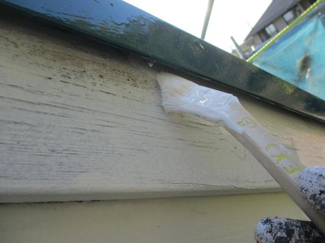 破風塗装の中塗り刷毛塗装中です