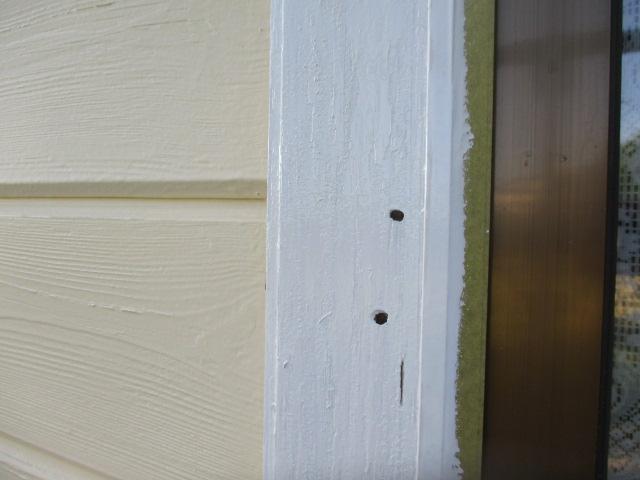 窓枠の木部塗装の状態です