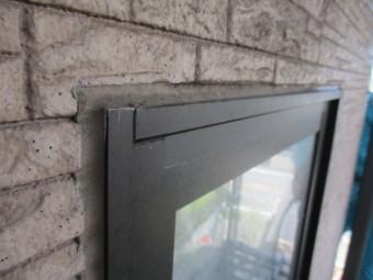 洗浄前の窓枠の状態です
