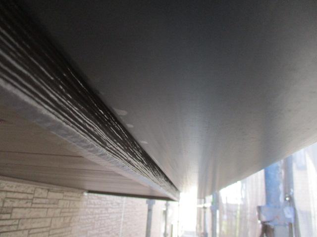 破風板にシーラーを塗布しました
