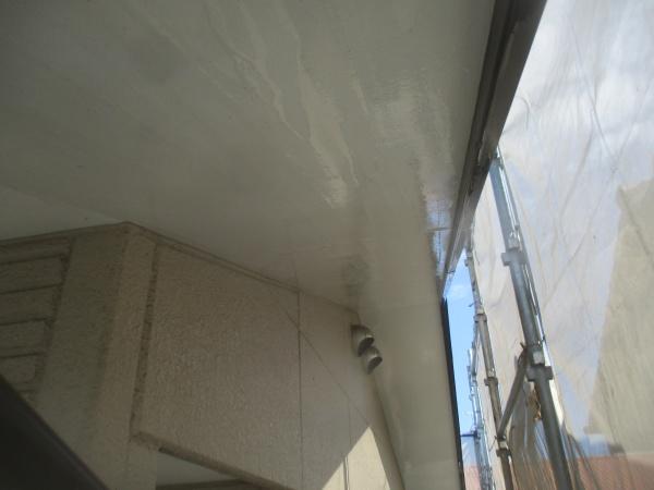 軒天と外壁の洗浄後の状態です